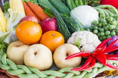 Mixed whole raw vegetables